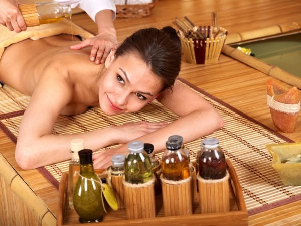 Антицелюлітний масаж з маслами