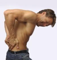 Біль у спині це вже перша ознака остеохондрозу.