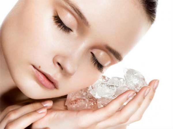 Звичайні кубики льоду можуть врятувати від зморшок.