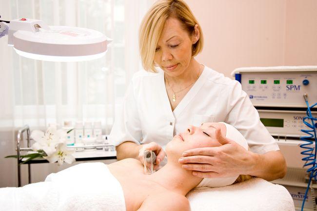 Вакуумний масаж обличчя