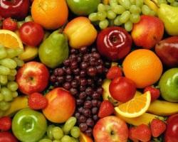 При частих сплесках печії варто відмовитися від фруктів і ягід.