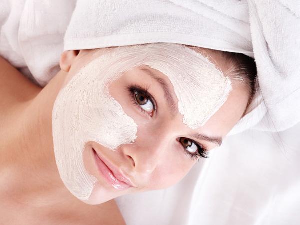Маска допоможе знежирити шкіру а також її зволожить.