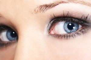 Сіро-блакитні очі прекрасні, але як вибрати макіяж.