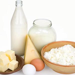 У молочних продуктах харчування кальцій міститься у великій кількості