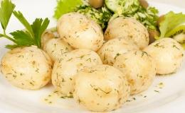 Калорійність молодої картоплі становить 61 ккал на 100 г