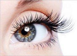Густі й довгі вії підкреслюють виразність і красу очей, додають їм сексуальності і роблять погляд чарівним.