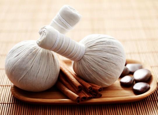 масаж трав'яними мішечками