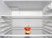 Краще уникати зайвих спокус під час одноденного голодування і заздалегідь звільнити холодильник від продуктів