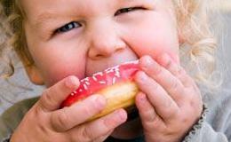 Дитяче ожиріння найчастіше виникає на тлі генетичної схильності
