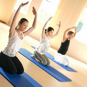 Вправи пілатес для схуднення роблять переважно на спеціальному килимку