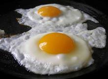 Скільки калорій в смаженому яйці?