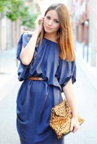 Давайте підберемо макіяж під синє плаття.