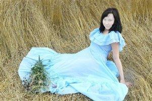 Для світлого плаття краще вибирати повітряний макіяж.
