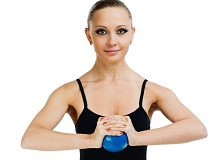 Зміцнюють вправи для грудей в домашніх умовах